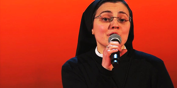Amore sacro e amor profano, suor Cristina canta Like a Virgin