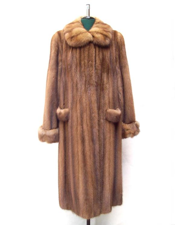 Esempio di pelliccia di visone - immagine da http://www.gyster.co.uk/2726-6290-thickbox/pelliccia-visone-selvaggio-con-martora.jpg