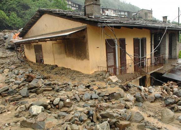 Immagine da http://www.improntaunika.it/wp-content/uploads/2014/10/Contro-il-dissesto-idrogeologico-nasce-la-Coalizione-per-la-prevenzione-rischio.jpg