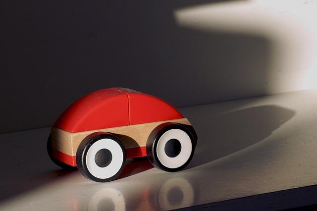 Curiosità dal mondo delle auto: arriva l'auto elettrica di legno