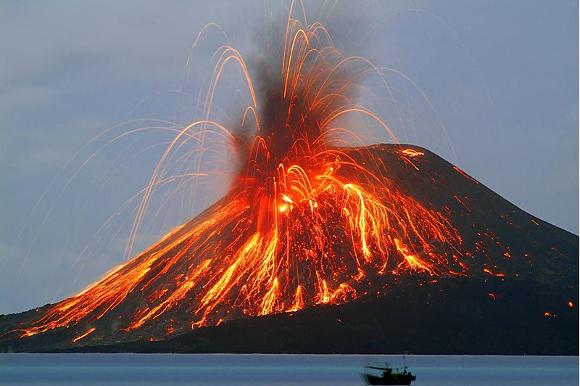 Eruzione dello Stromboli - Immagine da http://cdn7.festaditeatroecologico.com/wp-content/uploads/2014/05/vulcano-stromboli.jpg
