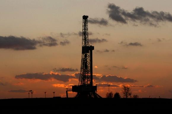 Torre di estrazione dello shale gas - immagine da http://www.reporternuovo.it/files/2014/04/shale-gas.jpg
