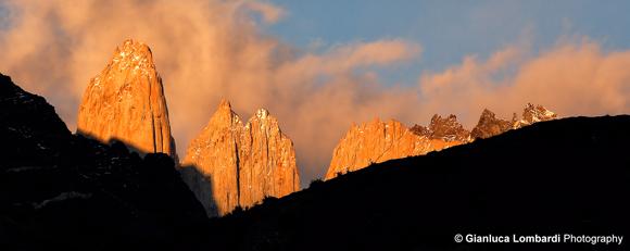 Alba sulle Torres del Paine, Parque Nacional Torres del Paine (Region de Magallanes y de la Antartica Chilena, Patagonia, Cile)