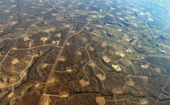 Ecco come si presenta il paesaggio di un territorio sottoposto ad attività di fracking - foto da Regioni e Ambiente http://www.regionieambiente.it/images/stories/Energia/fracking_pinedale.jpg