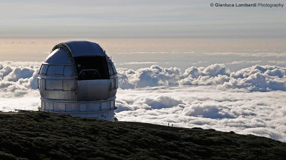 Il Telescopio GranTeCan al tramonto e il tappeto di nuvole che copre l'isola La Palma - Foto di Gianluca Lombardi