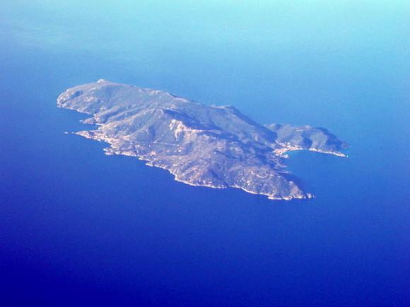 Veduta aerea dell'Isola del Giglio - Foto di Sky Eckstrom, tramite WikiCommons