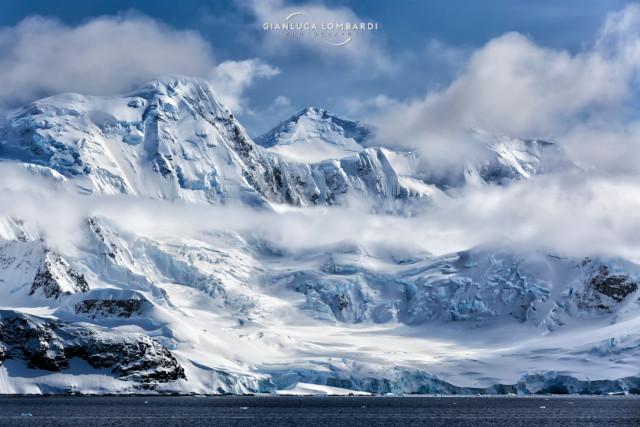 [22 Novembre 2015] Solvay Mountains su Brabant Island nell'Arcipelago di Palmer (Stretto di Gerlache, Penisola Antartica).