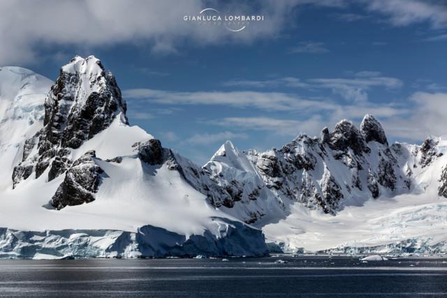 [22 Novembre 2015] La Penisola di Arctowski vista dallo Stretto di Gerlache, tra Andvord Bay e Wilhelmina Bay, sulla costa occidentale delle Terre di Graham (Penisola Antartica).