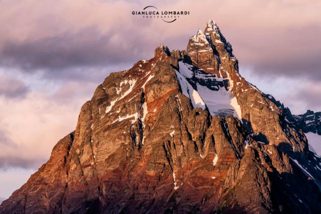 [28 Novembre 2015] La luce del tramonto sul Monte Olivia di 1326 m.s.l.m. (Ushuaia, Tierra del Fuego, Argentina).