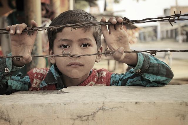 Diritti negati, la vita attraverso gli occhi delle bambine