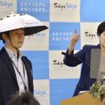 A Tokio un cappello da samurai per combattere il caldo