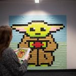 Lo staff di Viking ha creato un Baby Yoda gigante fatto di Post-it