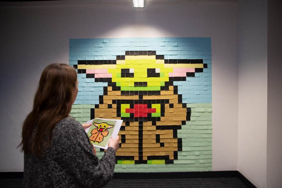 baby yoda fatto di Post-it da Viking