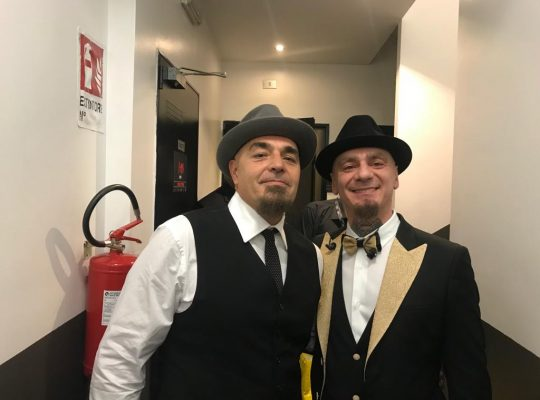 reverendo cantante pugliese torna a cantare con j-Ax ex voce degli articolo 31
