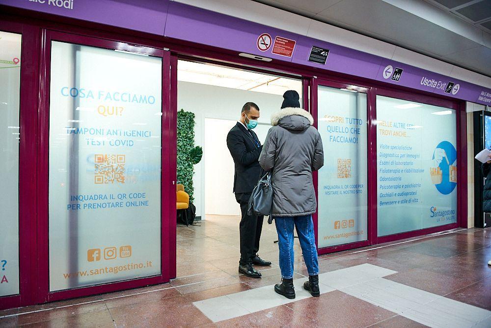 ambulatorio per lo screening del Covid-19 nella metropolitana di Milano - Bicocca